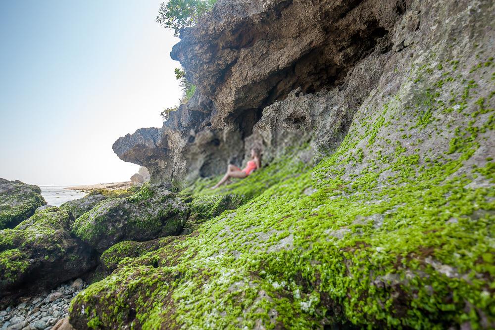 Menikmati Keindahan Pantai Green Bowl Bali